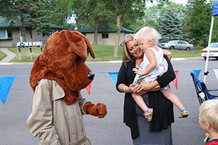 Girl and her mother meet McGruff